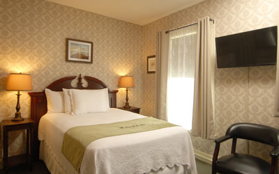 Double bed in a traditional bedroom at the Portland hotel Inn at St. John.